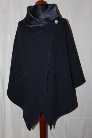 Poncho azul oscuro