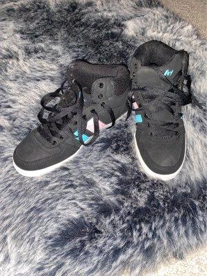 Woman Sneakers. Vty