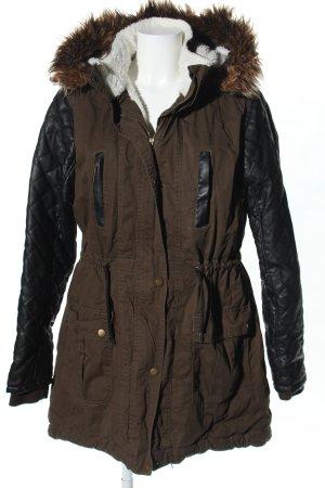 Abrigo con capucha marrón-negro estampado acolchado look casual