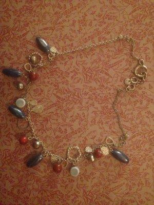 Wunderhübsche Kette aus vielen bunten Perlen