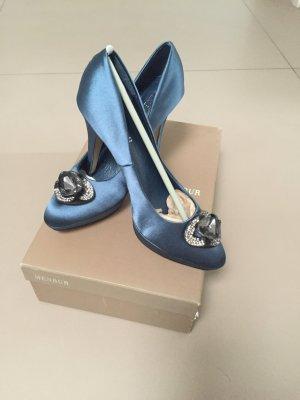 Wunderschöne blaue Satin Pumps von Menbur
