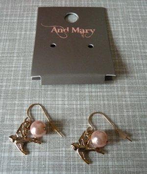 wunderschöne Charm-Ohrringe mit Vögeln und Perle von AND MARY
