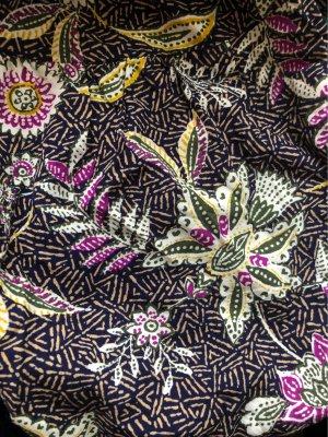 Wunderschöne Ethno-Blumen-Bluse