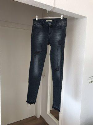 Wunderschöne Jeans mit Löchern