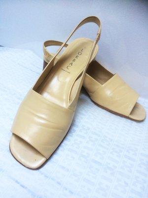 Wunderschöne Leder Sandale  von Lorbac, in beige, weiches Leder.