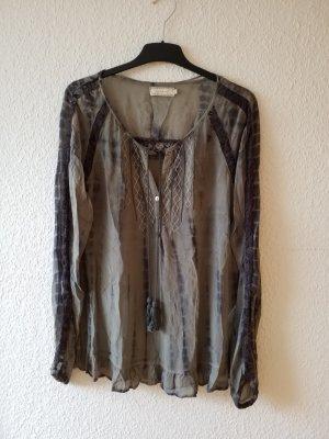 wunderschöne leichte Bluse mit silberner Bestickung und Quasten