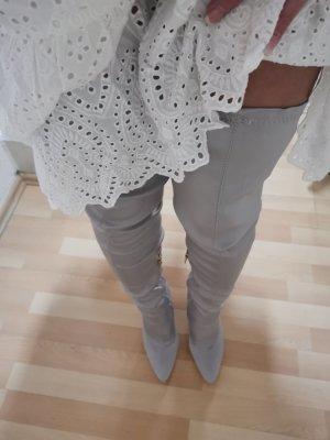 Botas sobre la rodilla gris claro
