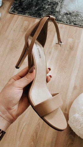 Wunderschöne Sandalen mit Absatz