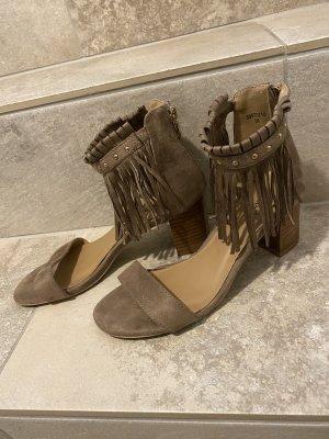 Wunderschöne Sandalen mit Absatz und Fransen