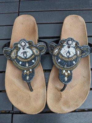 Wunderschöne Sandalen mit Perlen und Glitzersteinen