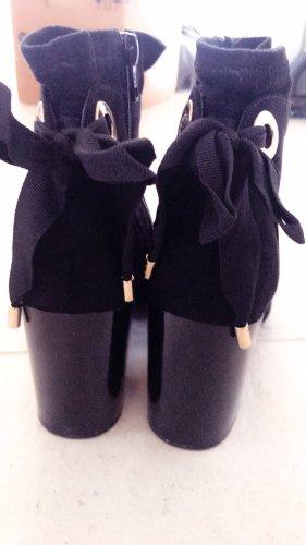 wunderschöne schwarze Boots