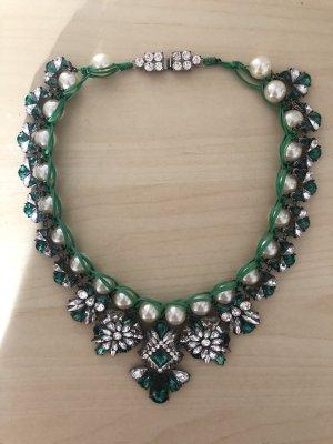 Wunderschöne Statement Kette mit Perlen grün