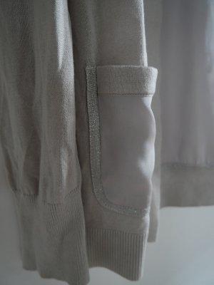 Wunderschöne Strickjacke mit silbernen Details und Satinrücken