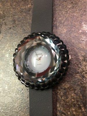 Wunderschöne  Uhr aus geschliffen  Glas mit Schmucksteine