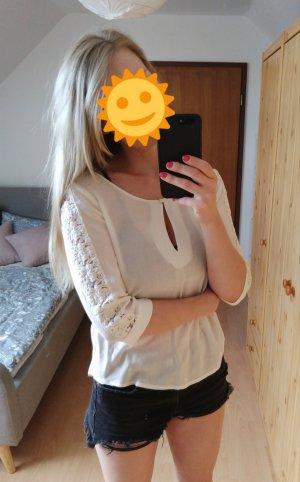Wunderschöne weiße Bluse mit Stickereien auf den Armen und auf dem Rücken NEU, nur für das Foto getragen