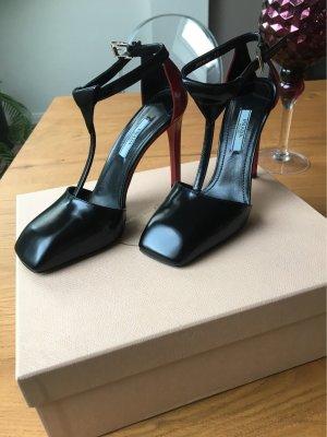 Wunderschöne zeitlose Schuhe von PRADA