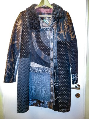 wunderschöner Desigual Mantel aus Materialmix