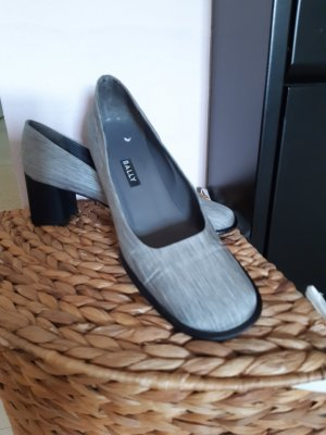 Wunderschöner hochwertiger Bally Schuh, Stoff grau-schwarz fein gestreift mit stylischem Absatz