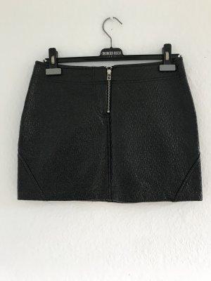 Wunderschöner Minirock aus Lederimitat glänzend, schwarz,, Gr.M, 36,38