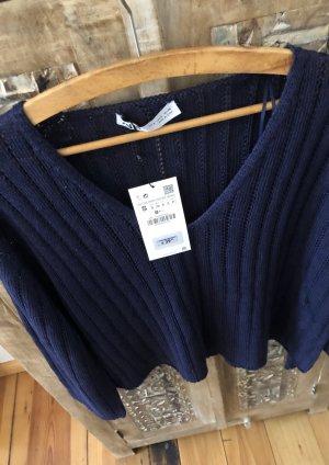 Wunderschöner neuer Pullover. Kann auch im Set mit der von mir hier angebotenen High Waist Shorts in Strickoptik gekauft werden. Ebenfalls neu. Must Have.