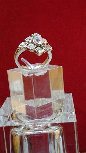 Wunderschöner  Ring mit Zirkonia Gr .19