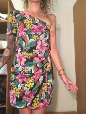 Wunderschönes asymmetrisches Sommerkleid