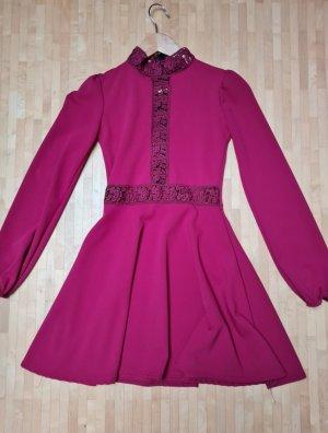 Wunderschönes ausgestelltes Kleid mit Cut Outs, Gr. XS