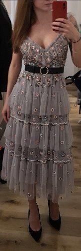 Wunderschönes besticktes Kleid von Needle & Thread
