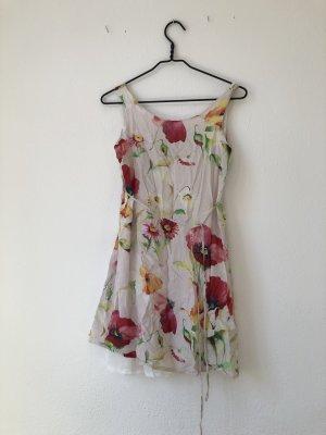 Wunderschönes blumiges Sommerkleid