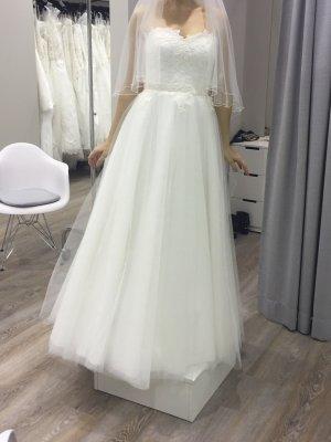 Wunderschönes Brautkleid aus Tüll und Spitze