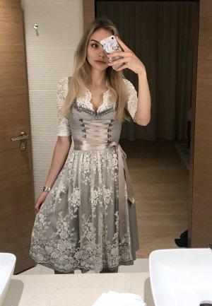 wunderschönes Dirndl + Bluse von Lodenfrey (Silk and Pearls)