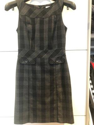Wunderschönes Etui-Kleid s.Oliver