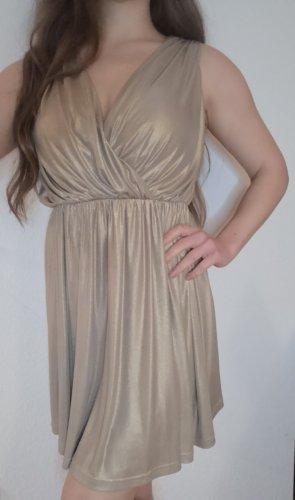 wunderschönes goldenes Kleid