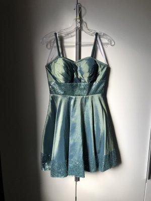 Wunderschönes grünes Kleid