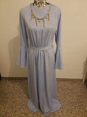 wunderschönes hell blaues Kleid