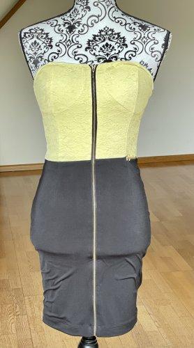 Wunderschönes Kleid für warme Sommernächte.