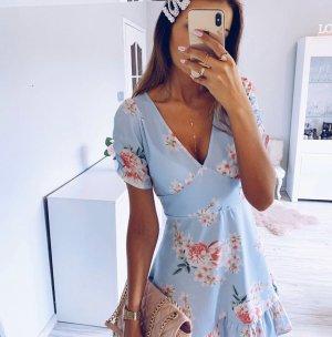 Wunderschönes Kleid mit Ärmeln