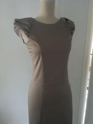 Wunderschönes Kleid mit Designdetail