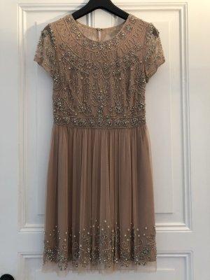 Wunderschönes Kleid mit Pallietten Bestickt