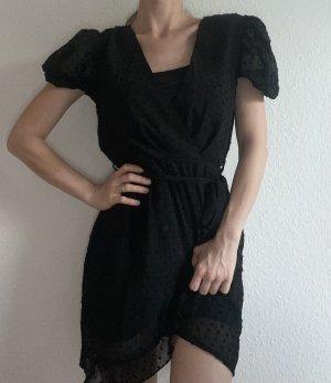 Wunderschönes Kleid mit Pünktchen und Puffärmel und Gürtel