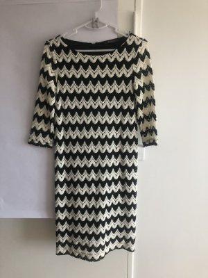 Wunderschönes Kleid mit Zick-Zack Muster