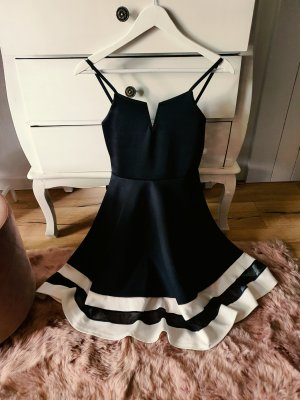 Wunderschönes Kleid Schwarz Weiß mit Saum