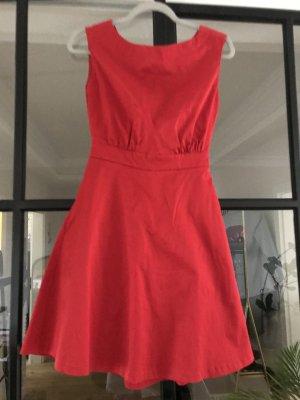 Wunderschönes Kleid von Naf Naf in tollem rot mit raffiniertem Rücken.