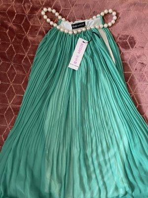 Wunderschönes Kleidchen mit Perlen