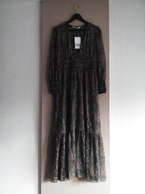 wunderschönes langes Kleid mit Blätterprint, Grösse S, neu