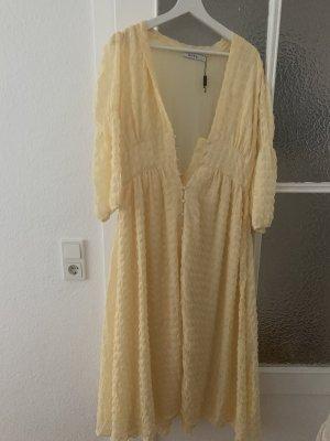 wunderschönes langes Kleid von NA-KD