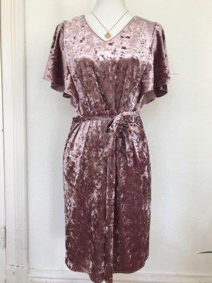 Wunderschönes Lila Samtkleid sehr gut