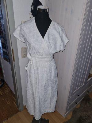 wunderschönes neues Lochstickerei Kleid