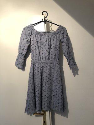 Wunderschönes Off-Shoulder-Kleid