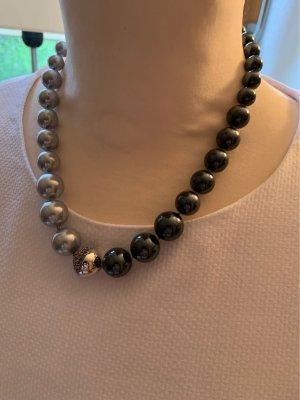 Wunderschönes Perlencollier